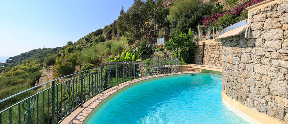 Luxury house with swimming pool for sale in Liguria Image 20