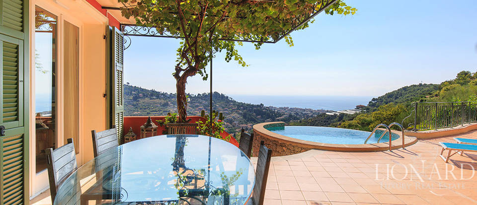 Luxury house with swimming pool for sale in Liguria Image 25