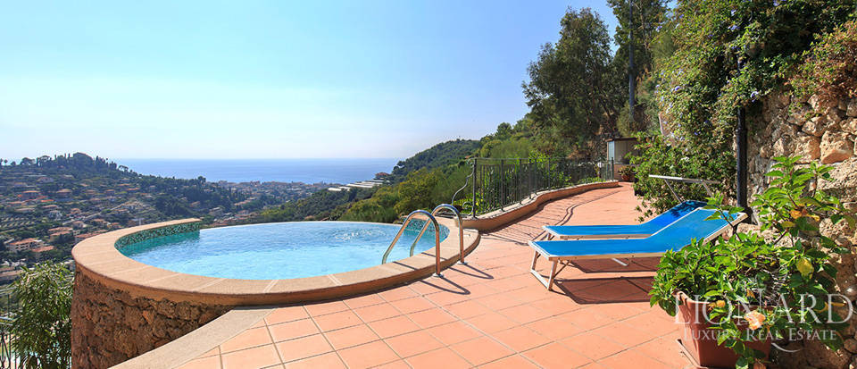 Luxury house with swimming pool for sale in Liguria Image 26