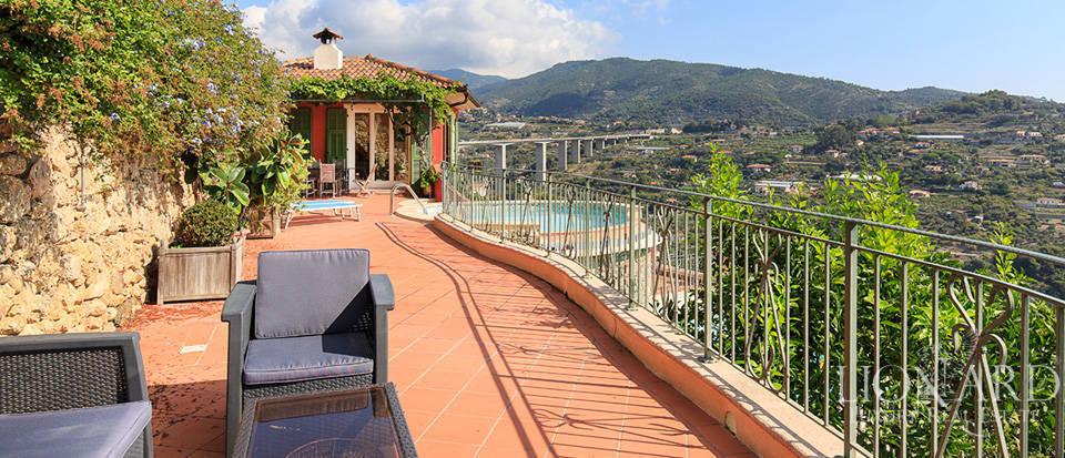 Luxury house with swimming pool for sale in Liguria Image 14