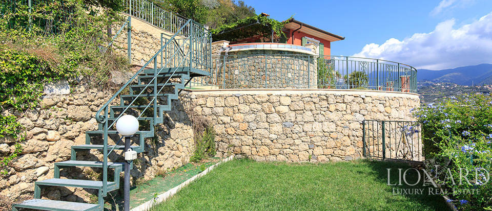 Luxury house with swimming pool for sale in Liguria Image 30