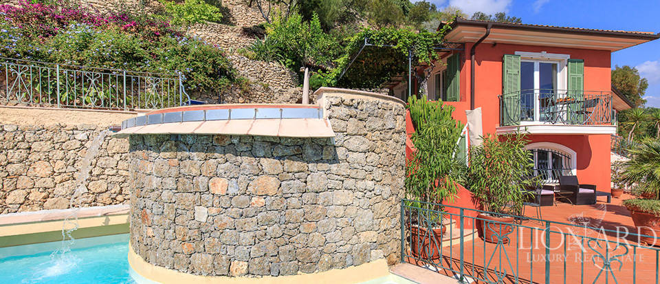 Luxury house with swimming pool for sale in Liguria Image 29