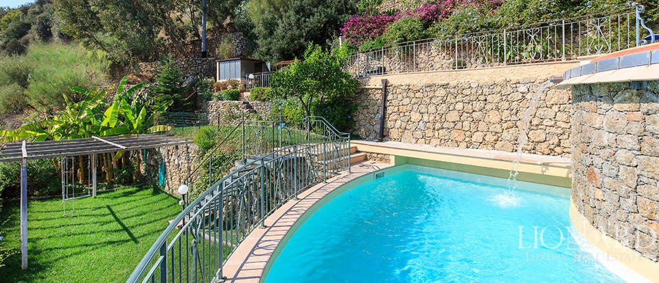 Luxury house with swimming pool for sale in Liguria Image 28