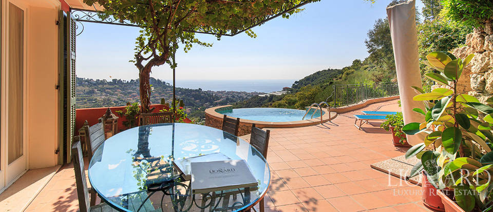 Luxury house with swimming pool for sale in Liguria Image 32