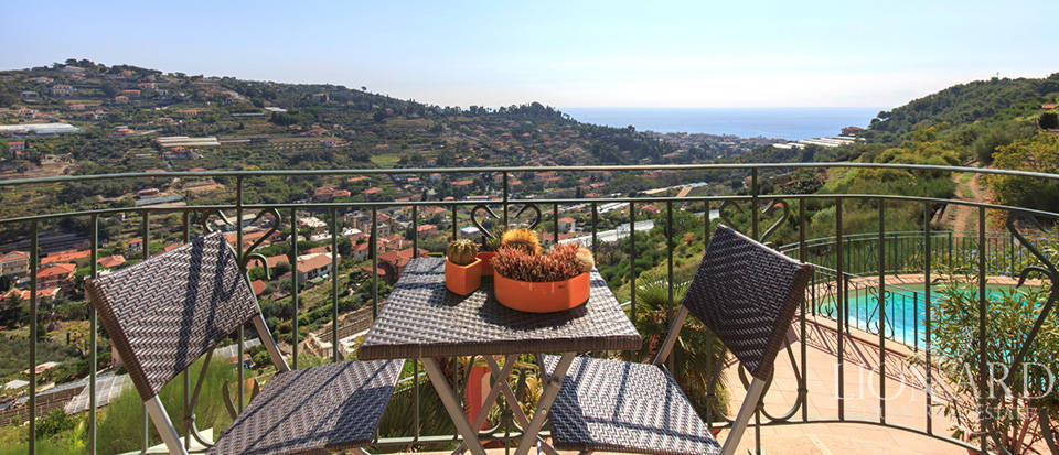 Luxury house with swimming pool for sale in Liguria Image 33