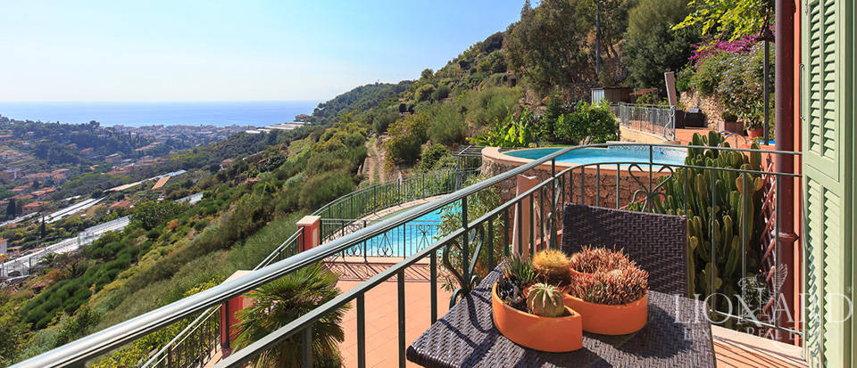Luxury house with swimming pool for sale in Liguria Image 34