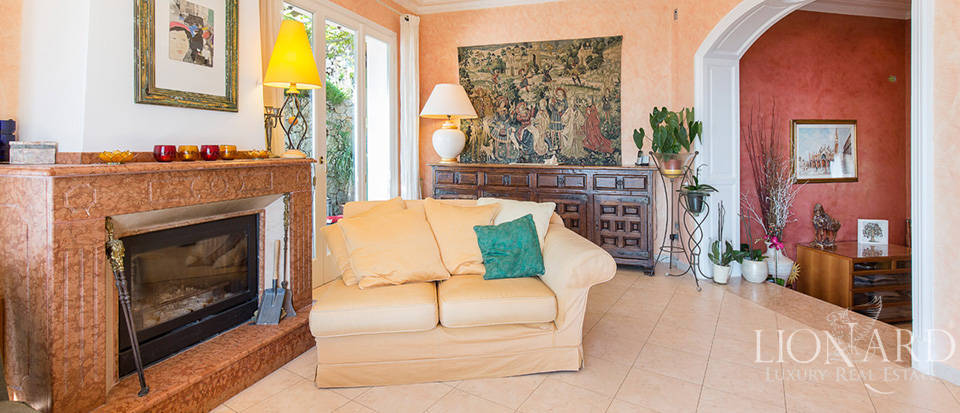 Luxury house with swimming pool for sale in Liguria Image 40