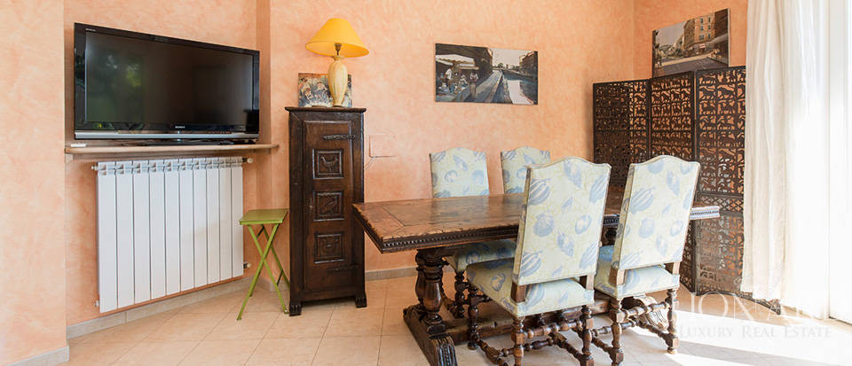 Luxury house with swimming pool for sale in Liguria Image 42