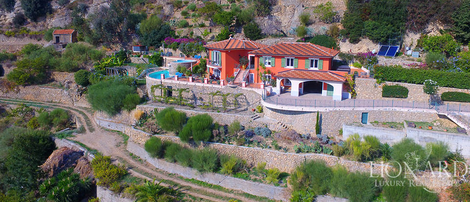 Luxury house with swimming pool for sale in Liguria Image 3