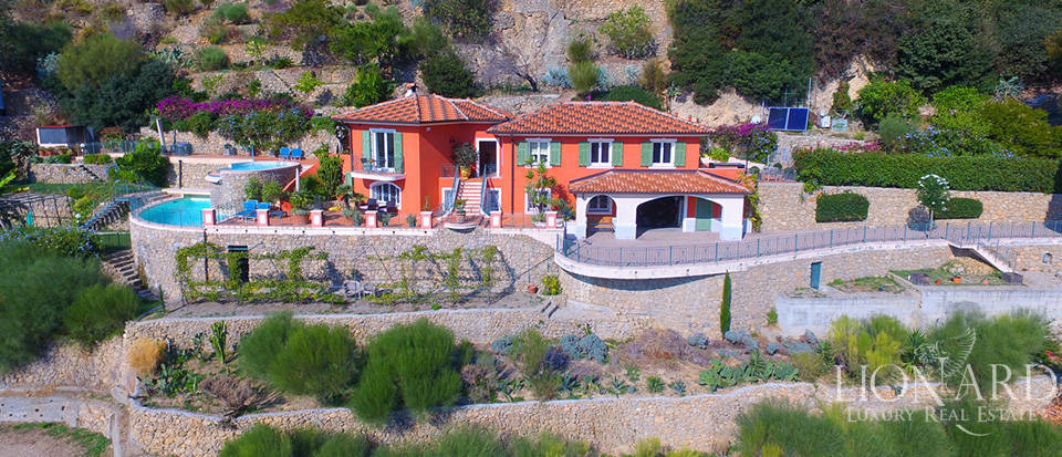Luxury house with swimming pool for sale in Liguria Image 1