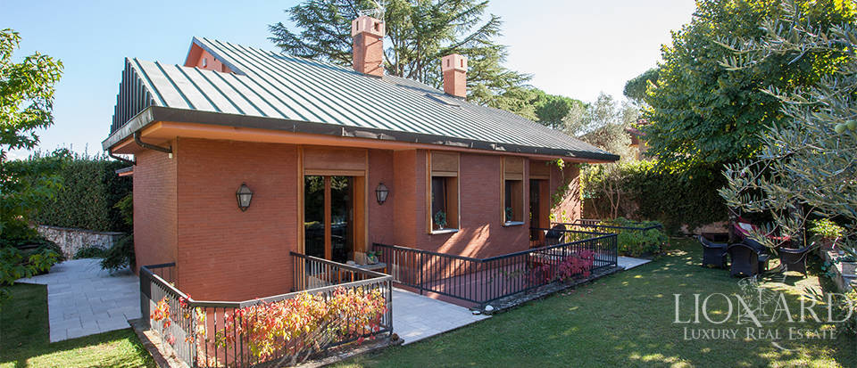 luxury house with garden for sale in florence