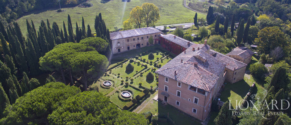 Rural tourism estate for sale in Siena Image 1