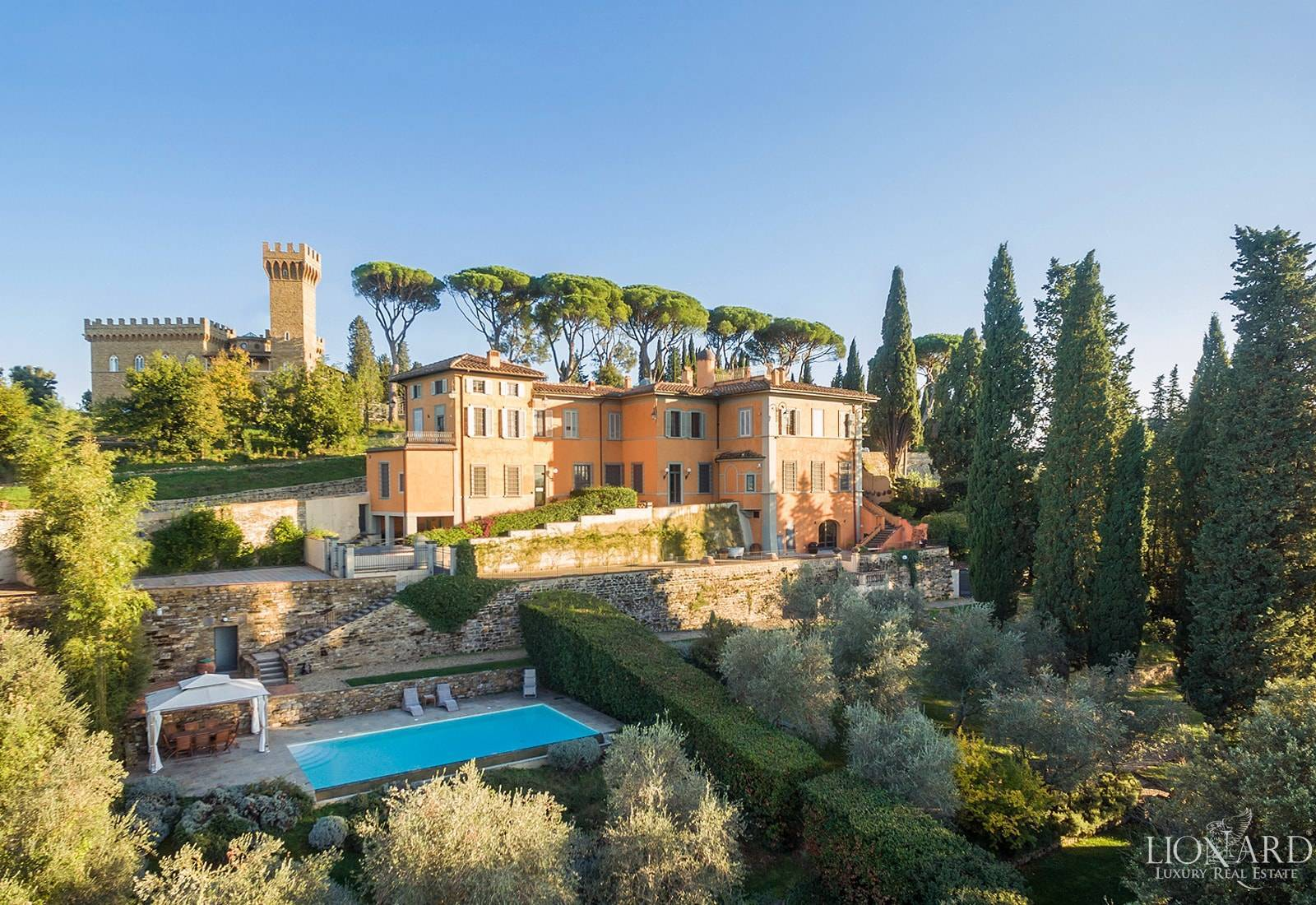 Villa with swimming pool for sale in Florence