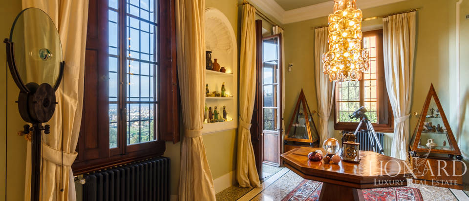 Villa with swimming pool for sale in Florence Image 50