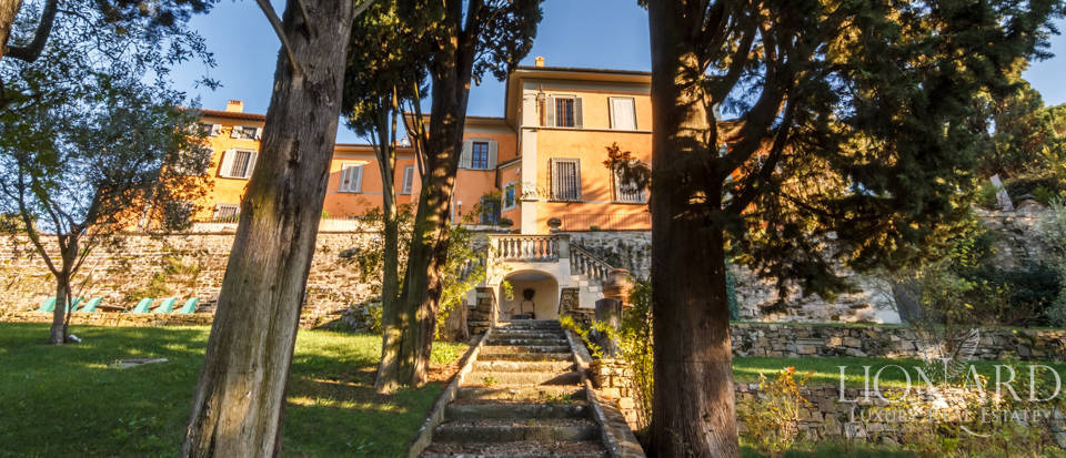 Villa with swimming pool for sale in Florence Image 15