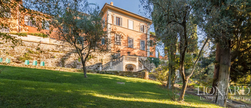 Villa with swimming pool for sale in Florence Image 18