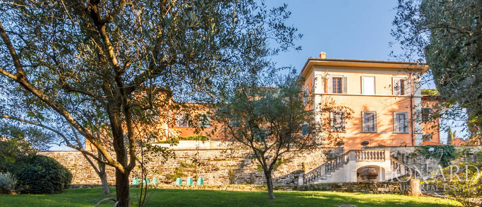 Villa with swimming pool for sale in Florence Image 20