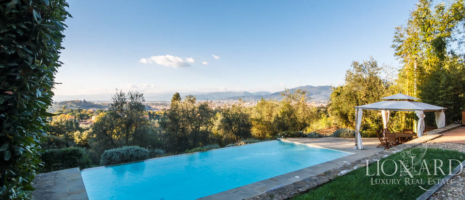 Villa with swimming pool for sale in Florence Image 24