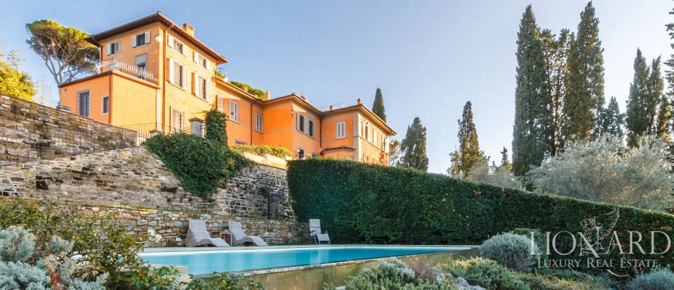 Villa with swimming pool for sale in Florence Image 14