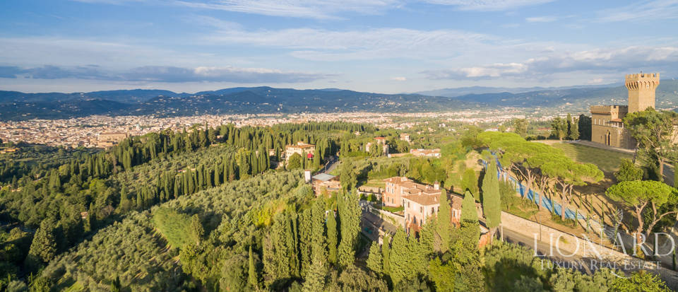 Villa with swimming pool for sale in Florence Image 13