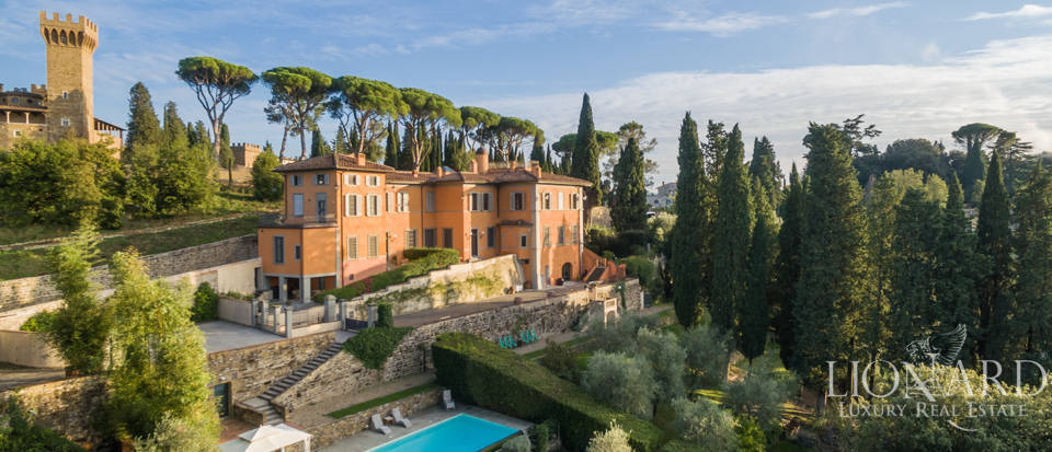 Villa with swimming pool for sale in Florence Image 2
