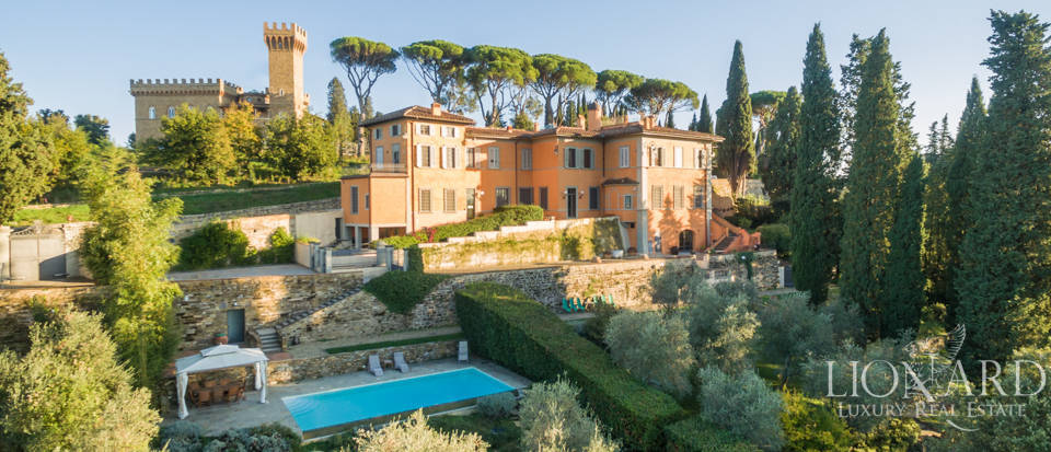 Villa with swimming pool for sale in Florence Image 1