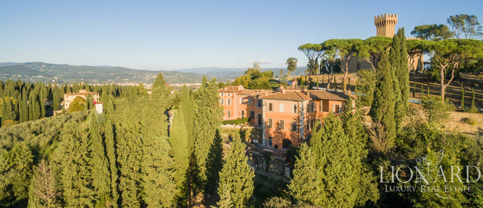 Villa with swimming pool for sale in Florence Image 5