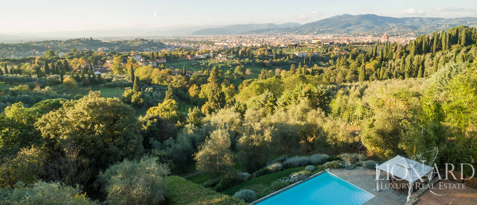 Villa with swimming pool for sale in Florence Image 9
