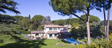 lovely villa with a swimming pool in rome