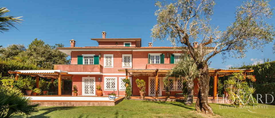 Luxury villa for sale in Versilia Image 1