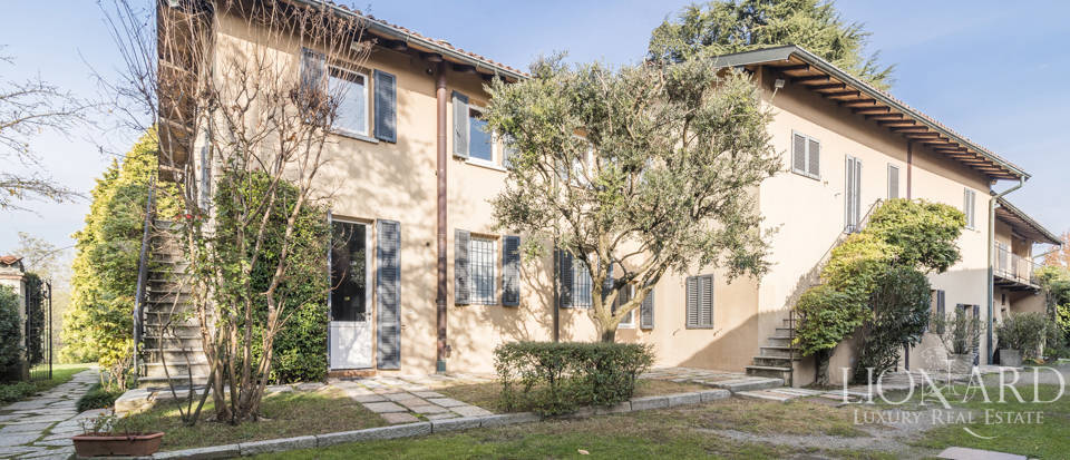 Villa with park for sale in Como Image 3
