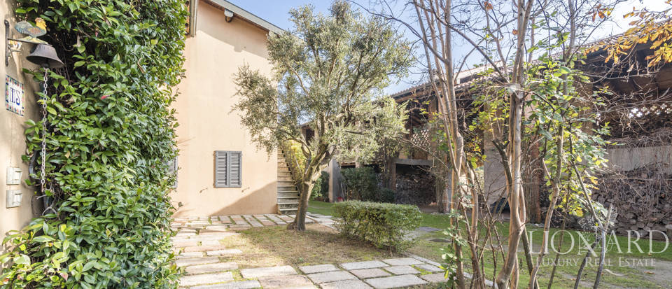 Villa with park for sale in Como Image 11