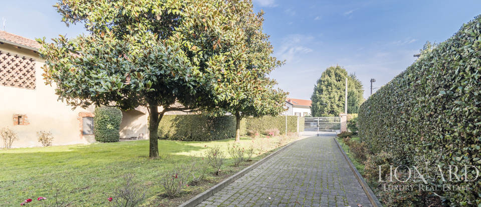 Villa with park for sale in Como Image 18