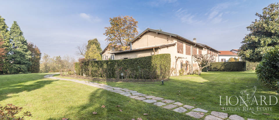 Villa with park for sale in Como Image 19