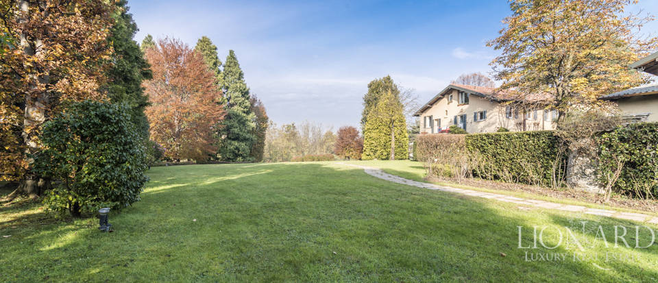 Villa with park for sale in Como Image 20