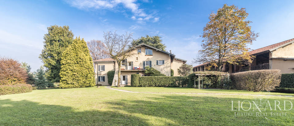 Villa with park for sale in Como Image 5