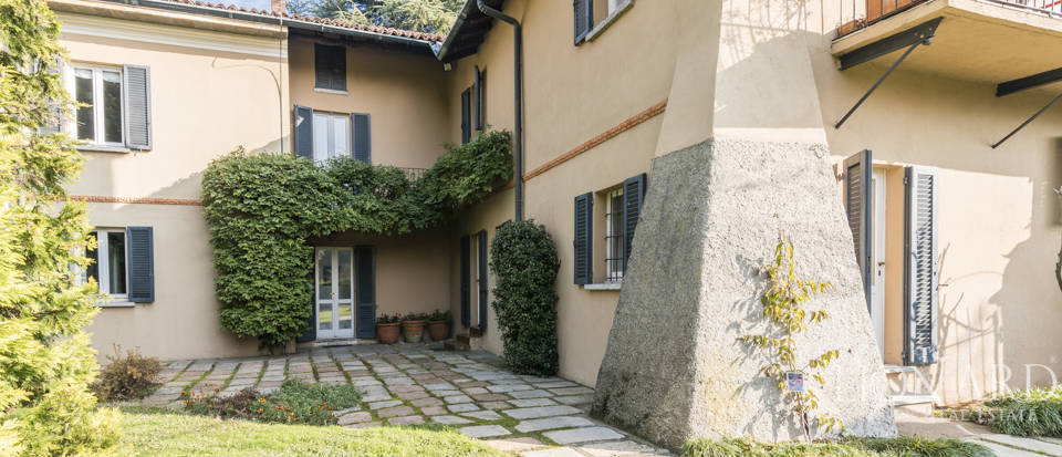 Villa with park for sale in Como Image 13