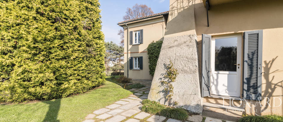 Villa with park for sale in Como Image 14