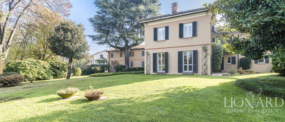 Villa with park for sale in Como Image 1