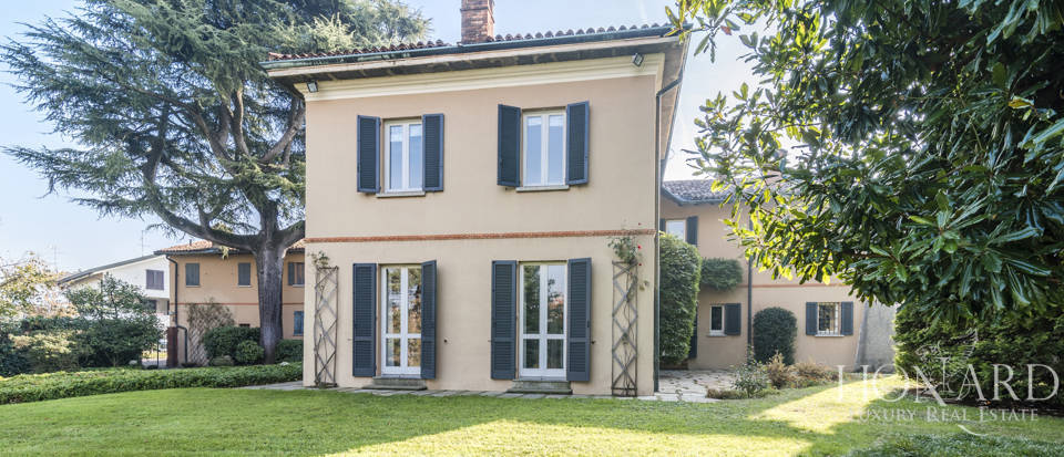 Villa with park for sale in Como Image 2
