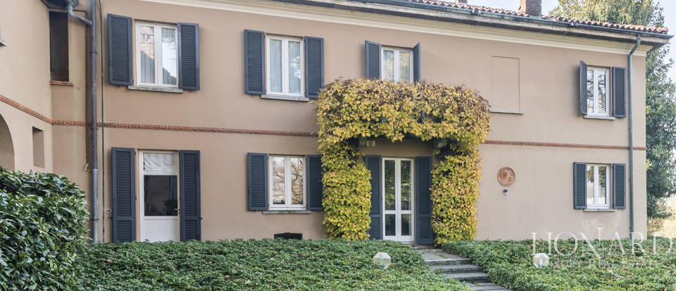 Villa with park for sale in Como Image 6