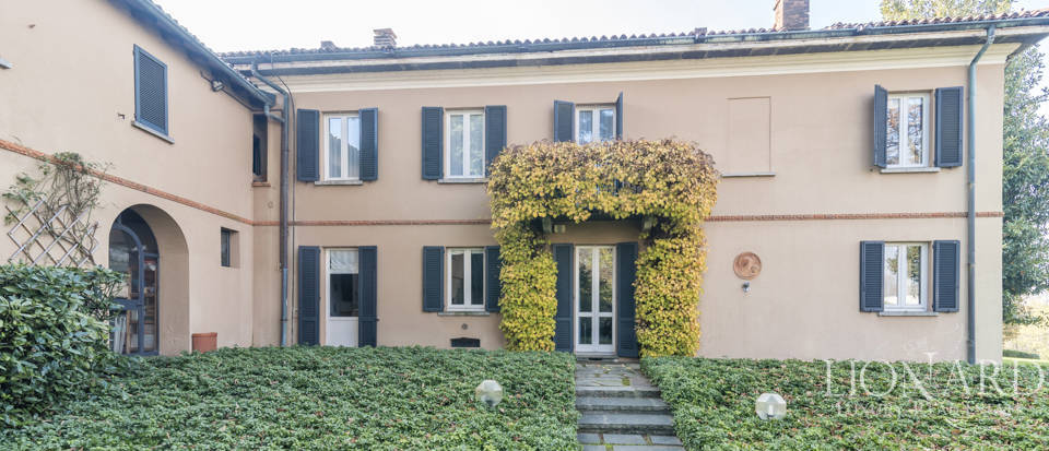 Villa with park for sale in Como Image 7