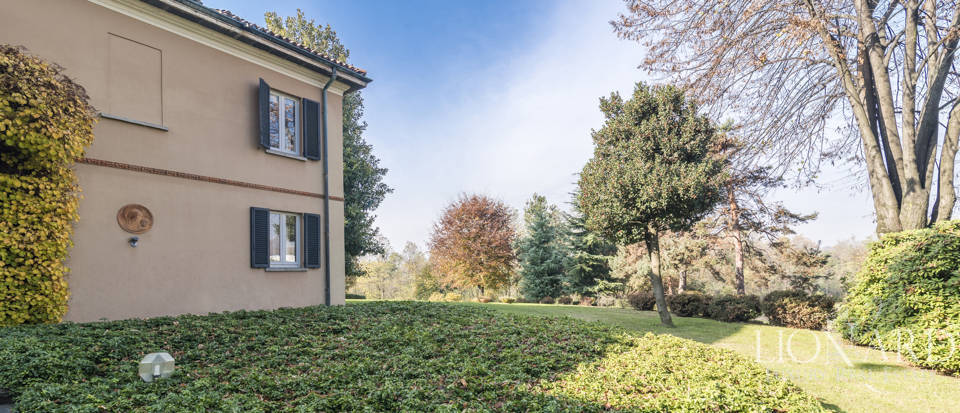 Villa with park for sale in Como Image 21