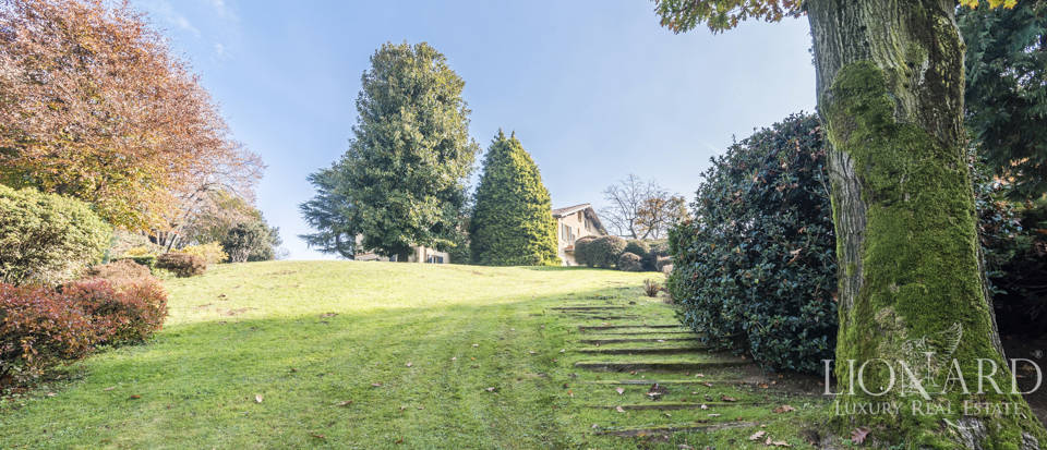 Villa with park for sale in Como Image 22