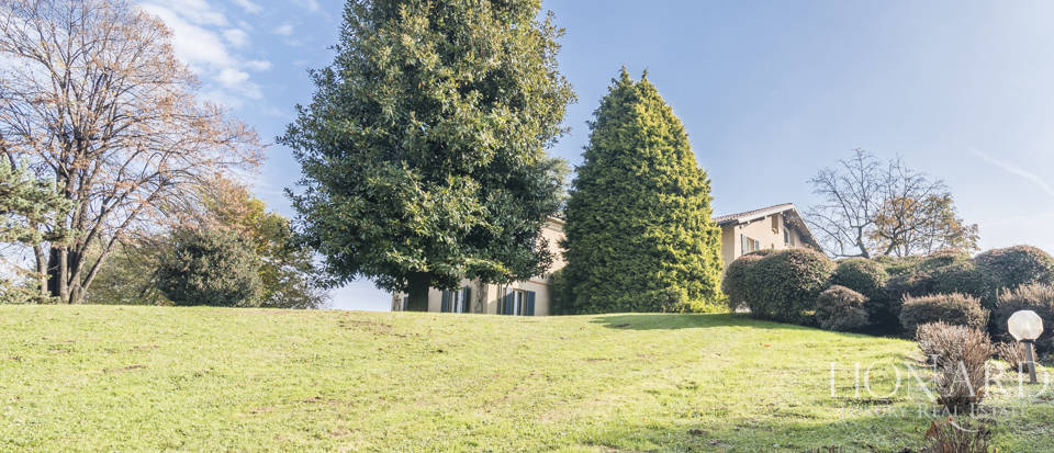Villa with park for sale in Como Image 23