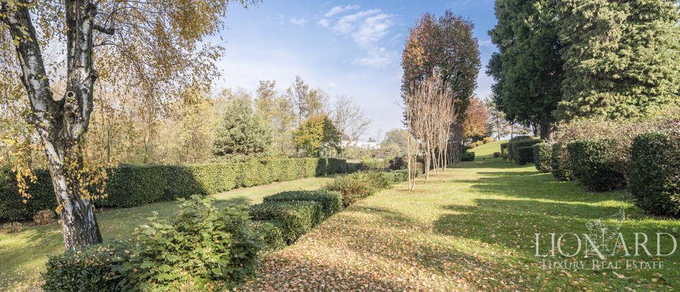 Villa with park for sale in Como Image 25