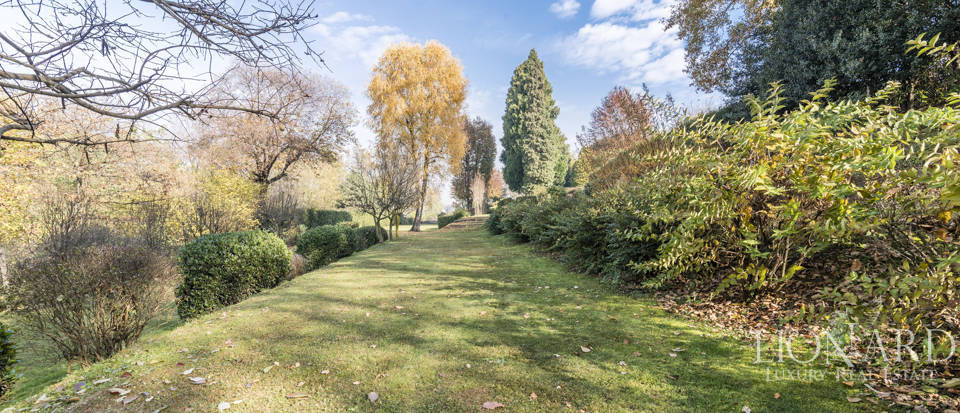 Villa with park for sale in Como Image 27