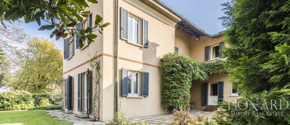 Villa with park for sale in Como Image 15