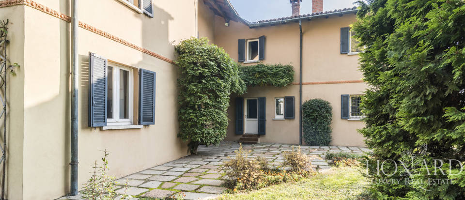 Villa with park for sale in Como Image 16