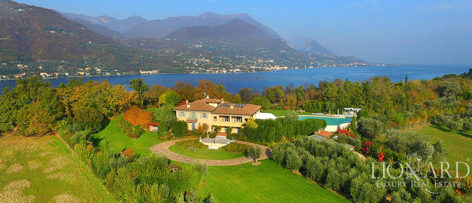 Lovely villa for sale in front of Lake Garda Image 1